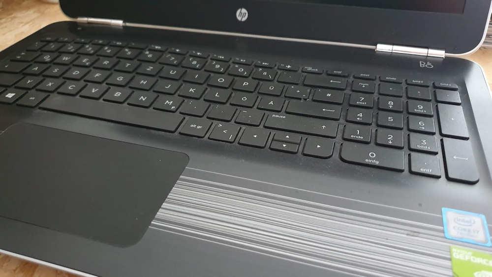HP Pavilion Tastatur aufgebläht
