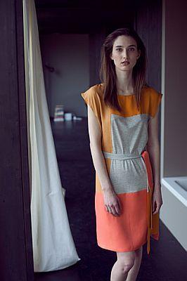 Sommerkleid mit klaren Linien